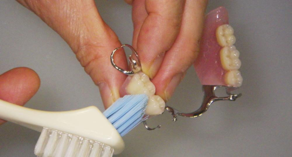 入れ歯の洗い方
